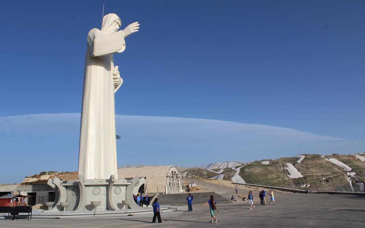 tallest-christian-statues-lebanon-traveler